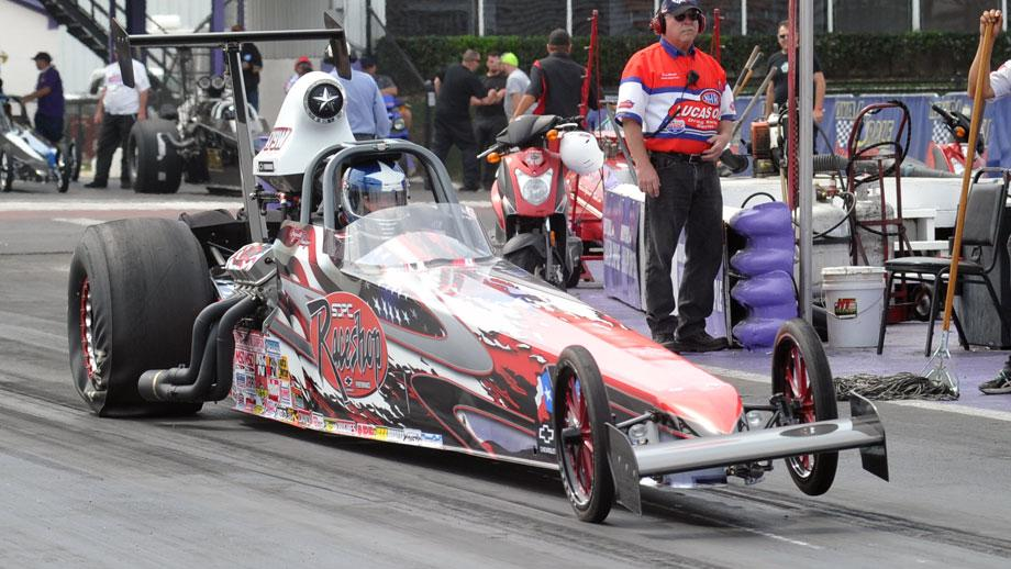 Top Dragster launches at starting line