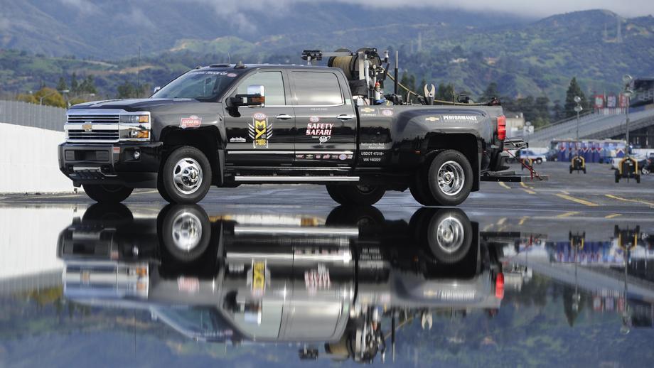 chevrolet renews  official truck  nhra nhra