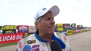 John Force collides with wall at 2018 JEGS NHRA Route 66 Nationals